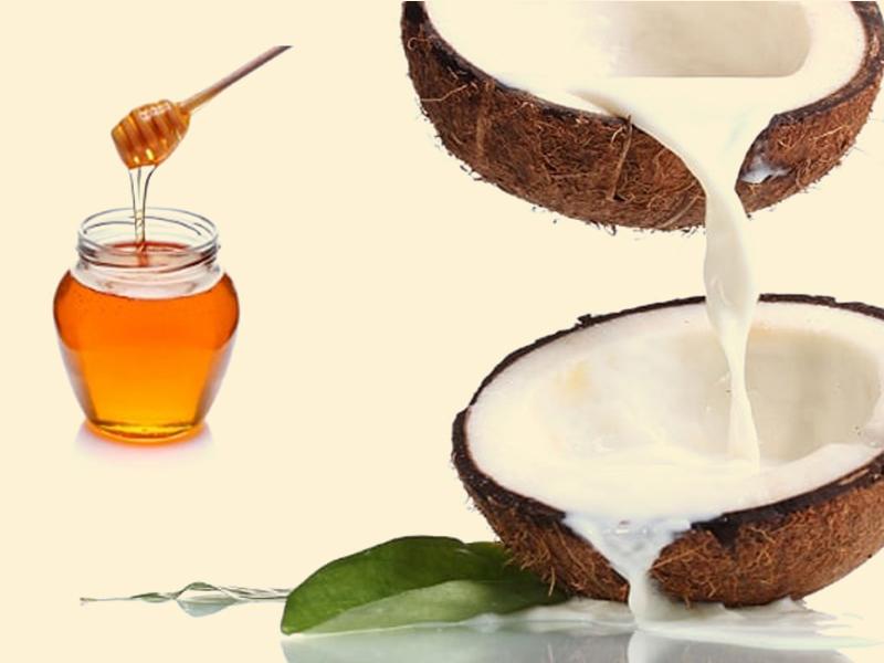 Chữa mụn thịt quanh mắt bằng mật ong và dầu dừa.