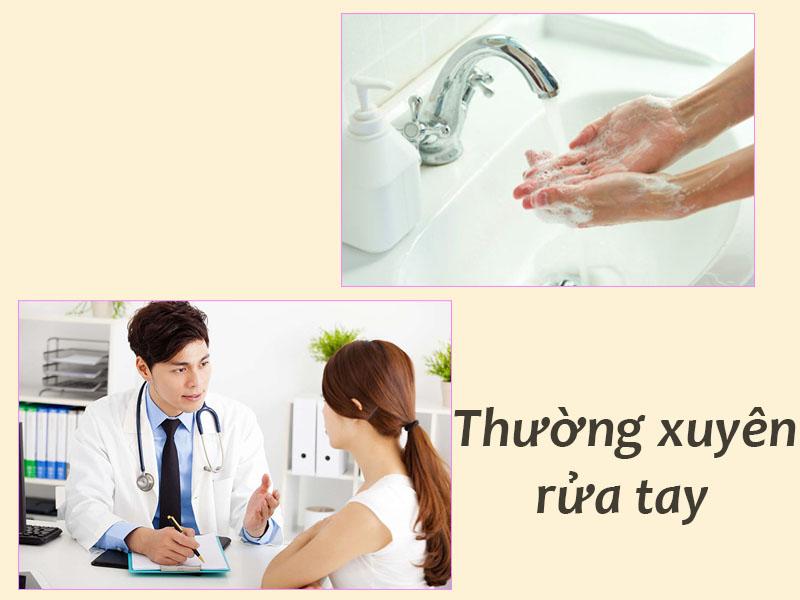 Thường xuyên rửa tay bằng xà phòng hoặc các dung dịch sát khuẩn giúp phòng bệnh đau mắt đỏ rất hiệu quả